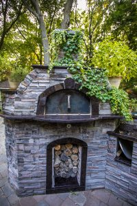 outdoor-fireplace-builder